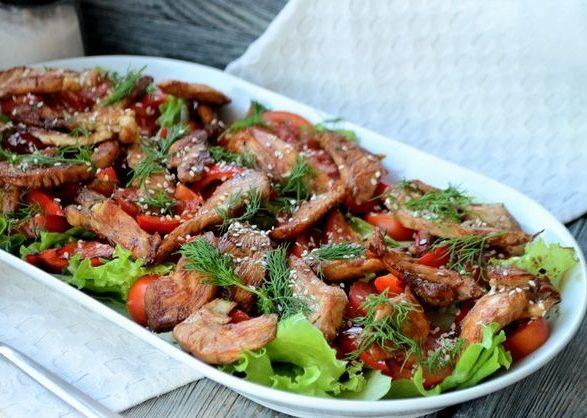 Рецепт теплого салата с курицей