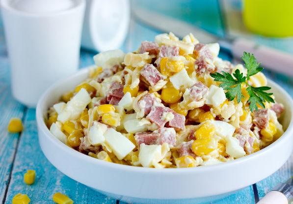 """Салат """"Ёжик"""" с консервированной кукурузой"""