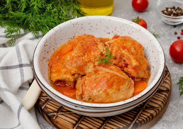 куриные бедрышки в томатном соусе