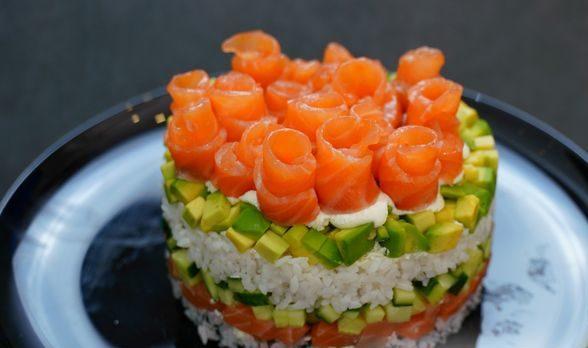 """Слоёный салат """"Филадельфия"""", или Ленивые суши"""