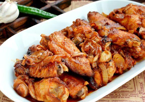 Запечённые куриные крылышки в остром медово-соевом маринаде с чесноком
