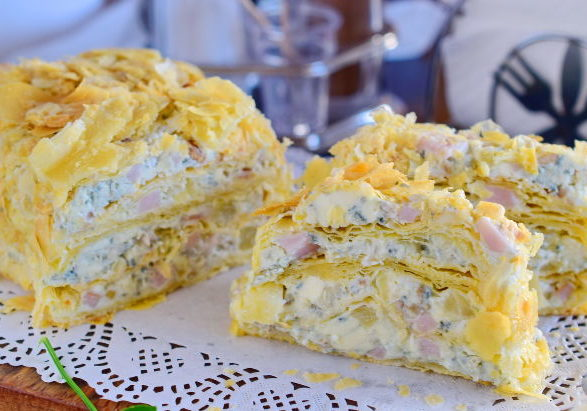 """Закусочный """"Наполеон"""" с сыром, ветчиной и ананасом"""