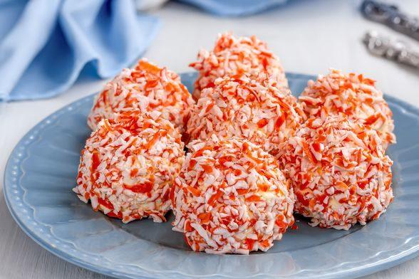Закусочные шарики с крабовыми палочками, плавленым сыром, яйцами и чесноком