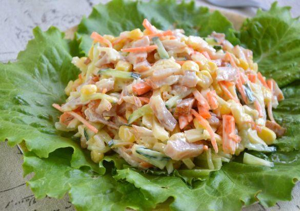 Салат с копченой курицей и морковью
