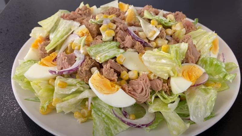 Очень быстрый и вкусный салат к праздничному столу